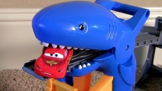 getlinkyoutube.com-! Shark Attack Lightning McQueen Disney Pixar Cars Thomas Railway Playset Sharknado Eats Cars