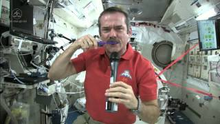 getlinkyoutube.com-Chris Hadfield Brushes his Teeth in Space