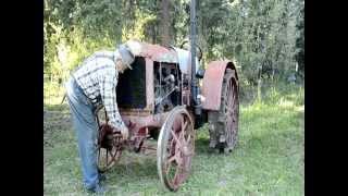 getlinkyoutube.com-Starting a 1930 McCormick Deering 10-20 tractor