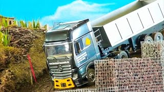 getlinkyoutube.com-REAL MB RC TRUCK WITH 3 AXLE TRAILER IN ACTION! SEMITRAILER! TAMIYA TRUCK`S AND SCALEART TRUCK`S!