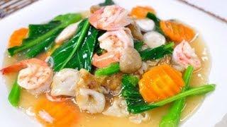 getlinkyoutube.com-[Thai Food] Sen Yai Rad Na Goong (Flat Rice Flour Noodle with Shrimp in Gravy Sauce)