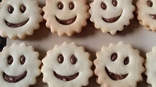 getlinkyoutube.com-Sablé au chocolat - صابلي بالشكولا للأطفال جميل ولذيذ - Smiley Face biscuits..