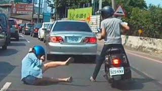 getlinkyoutube.com-Woman Car Crashes Compilation, Women Driving Fail and accidents # 4