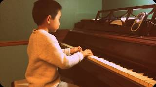 getlinkyoutube.com-Racing Horse 赛马 Piano by 6 year old Eddison (faster version)