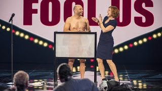 getlinkyoutube.com-Naked Magician Fools Penn & Teller: Vinny Grosso performing his routine Tasteless