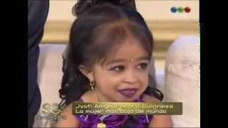 getlinkyoutube.com-Mujer mas pequeña del mundo con Susana