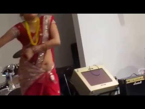 Hot slutty desi aunty's Navel Show in Dance