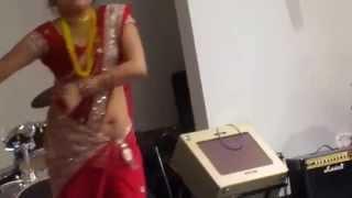 getlinkyoutube.com-Hot slutty desi aunty's Navel Show in Dance