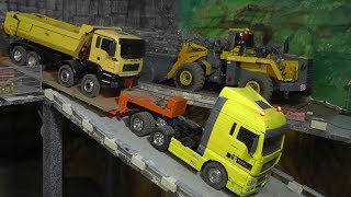 getlinkyoutube.com-RC TRUCK ACCIDENT, RC TIPPER ACCIDENT, RC UNFALL AUF DER BAUSTELLE