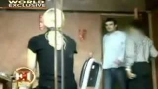 getlinkyoutube.com-Beth Holloway visits Joran vd Sloot in Castro Castro
