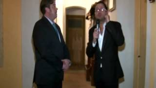 getlinkyoutube.com-il fantasma ripreso durante un'intervista televisiva