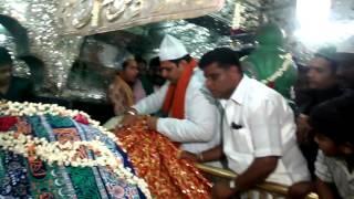 getlinkyoutube.com-Kannada actor shivraj Kumar visited to dargah Hazrat tawakkal mastan sha b,lore.53