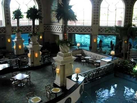 THE DIG AQUARIUM &amp; LOWER ROYAL TOWER LOBBY - Atlantis Bahamas Resort