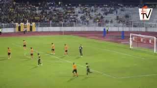 getlinkyoutube.com-Highlight Felda United FC vs Perak FA | Liga Super 2015