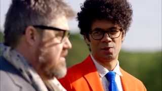 getlinkyoutube.com-Phill Jupitus & Richard Ayoade test photo tech: Gadget Man S03E03 The Staycation