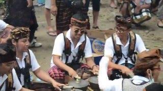 getlinkyoutube.com-Musicians at the Cremation in Ubud, Bali