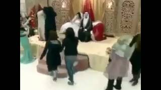getlinkyoutube.com-Women fighting on Arab wedding ceremony