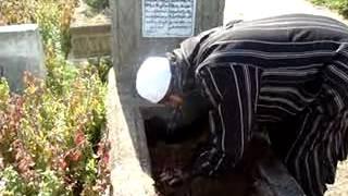 بعد الوقوف على مكان السحر بالمقبرة انقلبت بالشيخ سيارته اثناء عودته