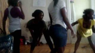 getlinkyoutube.com-AFRICAN BIG BOOTY GIRLS GOIN WILDE