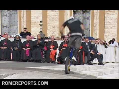 Circus Festival visits Pope