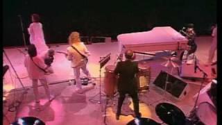 getlinkyoutube.com-Elton John & Kiki Dee - Don't Go Breaking My Heart (Live Aid)