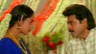 getlinkyoutube.com-Pavitra Bandham Movie || Soundarya & Venkatesh Firstnight Scene ||Venkatesh,Soundarya