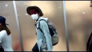 getlinkyoutube.com-[FanCam 151207] Sistar's Bora (보라) & Infinite's Sungyeol (이성열)arriving at Panama