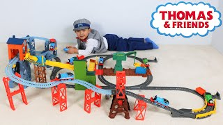 getlinkyoutube.com-Thomas The Tank Engine Mad Dash On Sodor Set Unboxing and Playing Huge Rail Track Ckn Toys