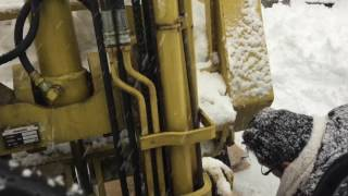 getlinkyoutube.com-除雪中にフォークリフトのチェーンが外れました。 救出作業
