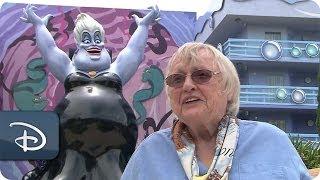 getlinkyoutube.com-Actress Pat Carroll Adds to An Ursula Sketch | Disney's Art of Animation Resort