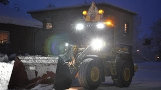 getlinkyoutube.com-Volvo L60F - Scania R142H V8 - Loading snow at the evening