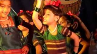 getlinkyoutube.com-Navachi Gojiri Marathi Song - Children Performing in Group Dance by Komal Pawar (age- 7yrs)