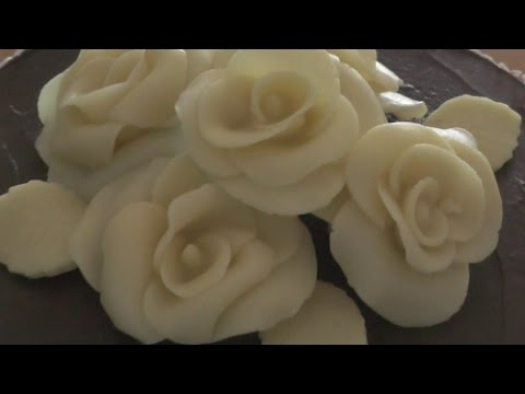 Tutorial: Rosen aus Modellierschokolade oder Blütenpaste hestellen/How to make an Gumpaste Rose