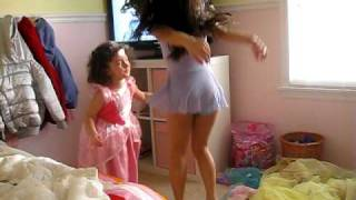 getlinkyoutube.com-Lauren e Lele dancando pula,pula,pula.