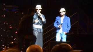 getlinkyoutube.com-SRK, Yo Yo Honey & guy from audience Lungi dance Part1