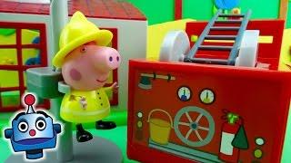 getlinkyoutube.com-Peppa Bombero: Camión y Parque de Bomberos de Peppa Pig