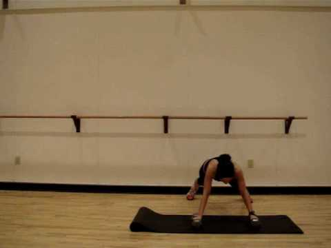 Sumo push ups and knee twists: abs, triceps and shoulders