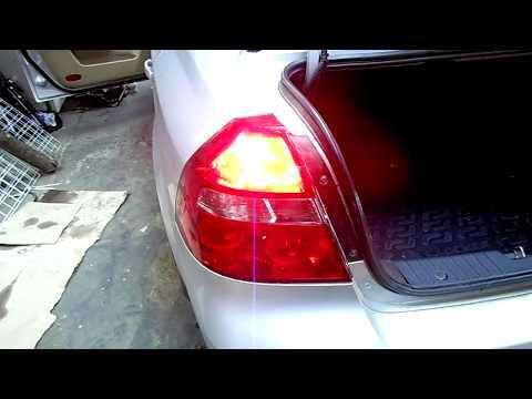 Замена ламп в заденем центральном стоп сигнале Chevrolet Aveo.