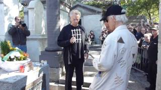 getlinkyoutube.com-Ray Manzarek and Robby Krieger at Jim Morrison's Grave on 3rd July 2011 - Père Lachaise