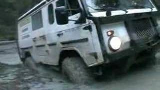 getlinkyoutube.com-Volvo C303 offroad extreme truck in deep water 4x4 TGB11
