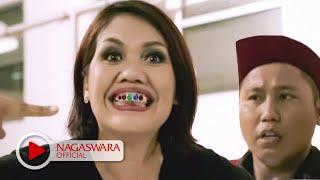 getlinkyoutube.com-Wali Band - Antara Aku, Kau dan Batu Akikku - Official Music Video - NAGASWARA