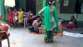 getlinkyoutube.com-sheman dance on boy's birth in india.mp4