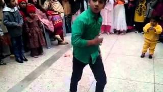 getlinkyoutube.com-Love Dose Honey Singh Break Dance by Pakistani Little Boy