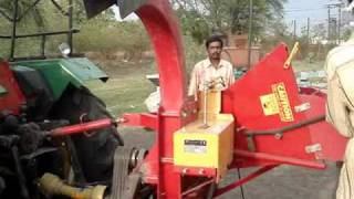 getlinkyoutube.com-Rajkumar Tractor Model wood Chipper