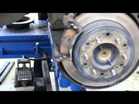 Замена тросов ручного тормоза на автомобиле Toyota Land Cruiser Prado 120