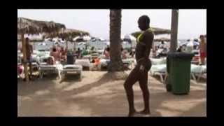 getlinkyoutube.com-sexy black girl in bikini is dancing
