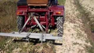 getlinkyoutube.com-Копання картоплі саморобним міні трактором
