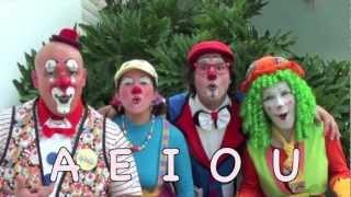 getlinkyoutube.com-Las vocales AEIOU, para niños, por los Payasos Agapita y sus amigos