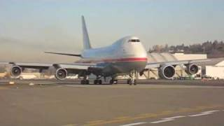 getlinkyoutube.com-GEnx-2b engine on the GE test Boeing 747
