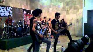 getlinkyoutube.com-LAST KISS FROM AVELIN - SESAK DALAM GELAP(Live at party Teenage,Cimahi)